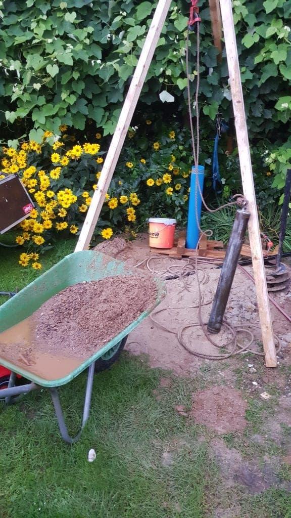Brunnenbau Brunnen bohren Kosten Dreibein Brunnenrohr Gartenbrunnen Brunnen klarpumpen